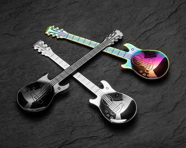 Érdekes ajándék férfiaknak egy metál gitár kanál szett